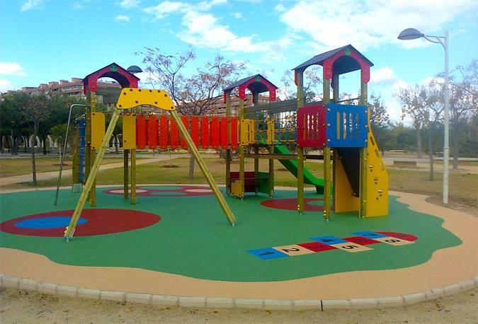 Jugar Al Aire Libre En Los Parques Infantiles Una Actividad